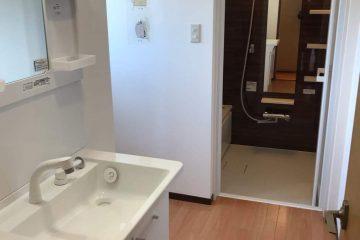 シンプル設計の洗面化粧台
